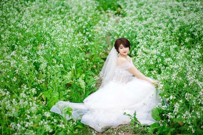 Khuôn mặt thanh tú cùng làn da trắng nõn nà, nữ sinh xinh đẹp này luôn hút sự chú ý của mọi người xung quanh.