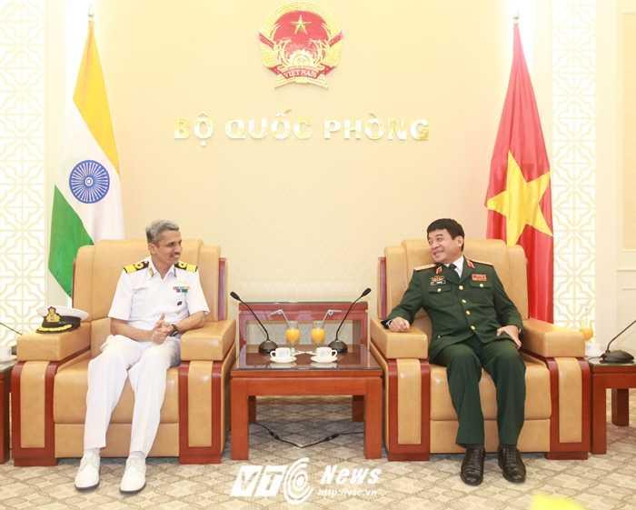 Thượng tướng Võ Văn Tuấn tiếp Thiếu tướng Vithan Ram Peshwae - Ảnh: Hồng Pha