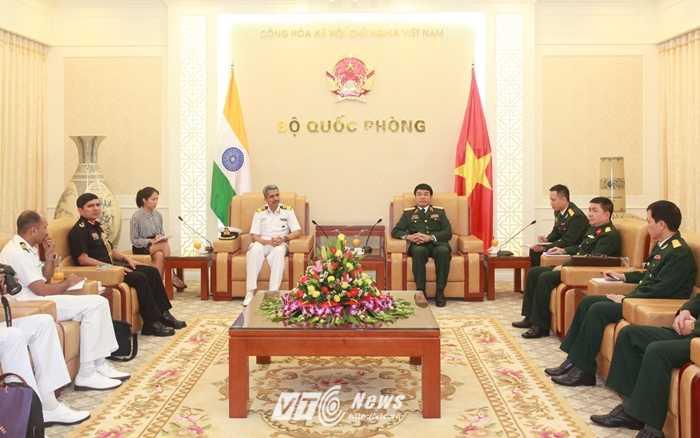 Đoàn đại biểu Ấn Độ làm việc tại Bộ Quốc phòng - Ảnh: Hồng Pha