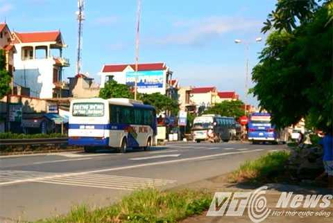 Xe khách hoạt động trên quốc lộ 5