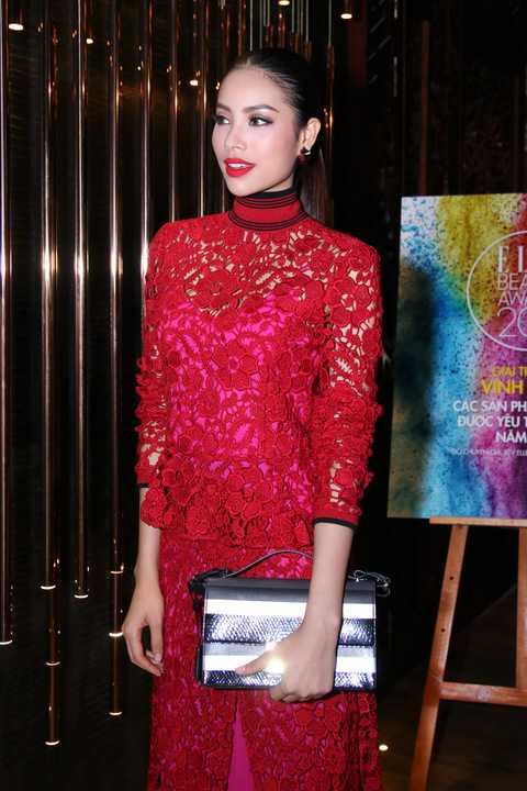 Luôn chăm chút khi xuất hiện trước công chúng, tuy nhiên hoa hậu Phạm Hương không bó buộc mình vào những bộ cánh thời trang dạ hội.