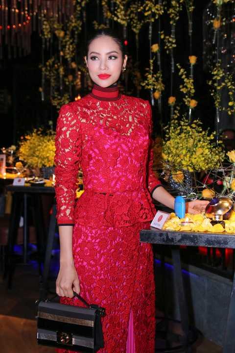 Sau khi trao giải thưởng cho hạng mục nhãn hiệu nước hoa tốt nhất, kem nền tốt nhất và kem chống nắng tốt nhất, Hoa hậu hoàn vũ Việt Nam chia sẻ thêm:
