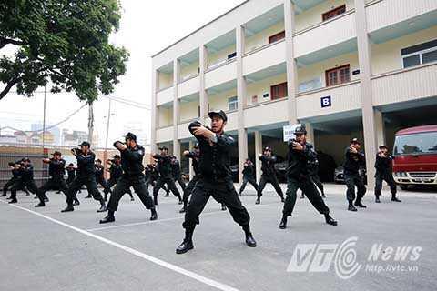 Lực lượng CSĐN thuộc Trung đoàn Cảnh sát Cơ động, CATP Hà Nội là những chiến sĩ tuổi đời còn rất trẻ nhưng được đào tạo bài bản về võ thuật. Hàng ngày công tác huấn luyện sẵn sàng chiến đấu luôn được triển khai nghiêm túc