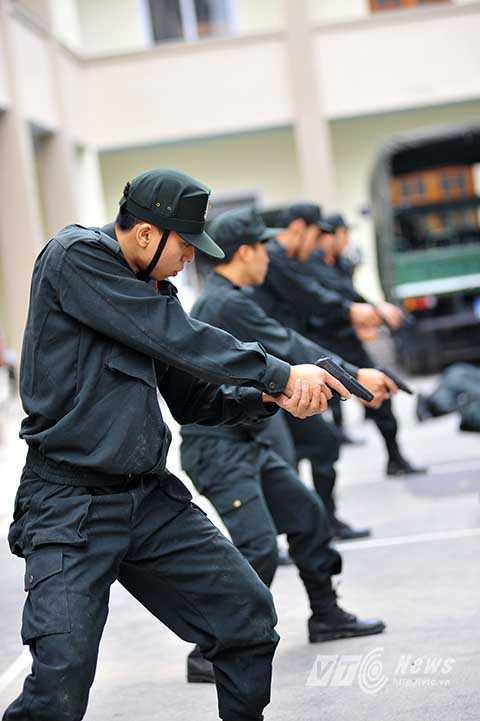 Các chiến sĩ CSCĐ đặc nhiệm còn sử dụng thành thạo nhiều loại vũ khí