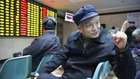 Nhiều người nghỉ hưu Trung Quốc tìm thấy niềm vui mới ở thị trường chứng khoán. Ảnh: Reuters