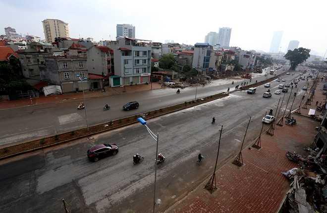 Dự án xây dựng đường vành đai 2 Hà Nội, đoạn   Nhật Tân - Xuân La - Bưởi - Cầu Giấy dài 6,4 km có tổng mức đầu tư   304,7 triệu USD (tương đương 6.400 tỷ đồng). Khởi công từ tháng 3/2012,   công trình chính thức thông xe kỹ thuật vào sáng nay, 17/