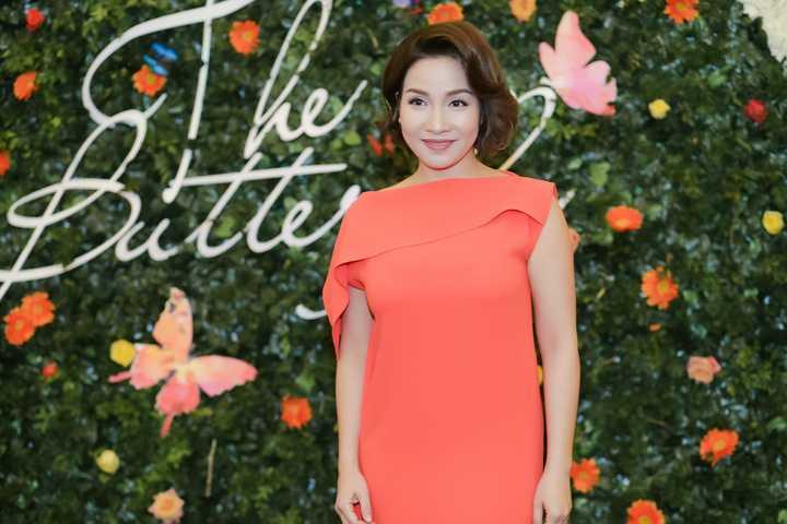 Tại 1 sự kiện, diva Mỹ Linh xuất hiện với vẻ đẹp đằm thắm quyến rũ