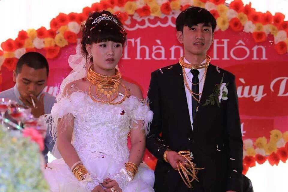 Đám cưới vàng không đủ chỗ để đeo ở Hương Sơn, Hà Tĩnh năm 2014 gây xôn xao dư luận