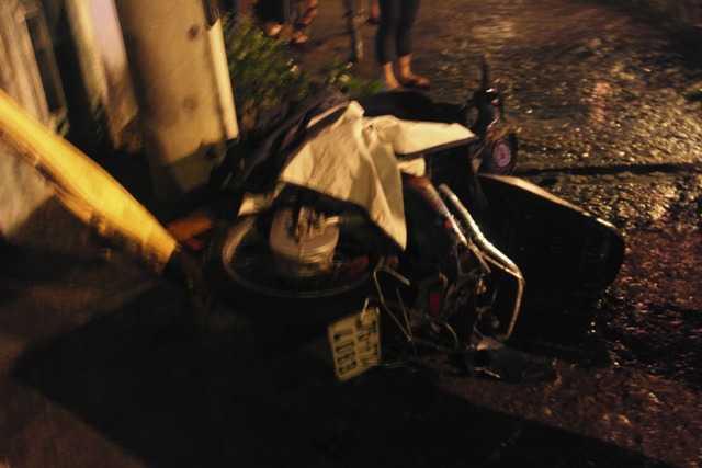 Chiếc xe máy của ông H bị hư hỏng nặng.