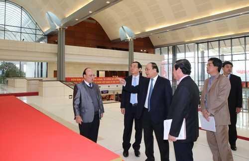 Phó Thủ tướng Nguyễn Xuân Phúc kiểm tra công tác chuẩn bị Đại hội XII