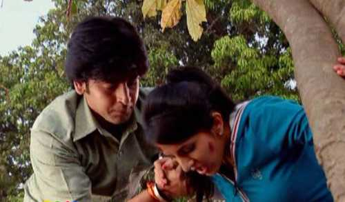 Sanchi được Jagdish giúp đỡ nhiều lần nên có cảm tình với anh.
