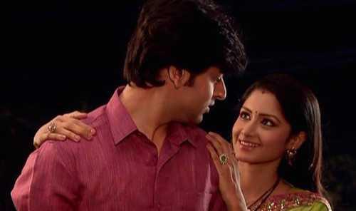 Quá yêu Jagdish và sợ bị chồng bỏ nên Gauri có nhiều chiêu trò không tích cực.