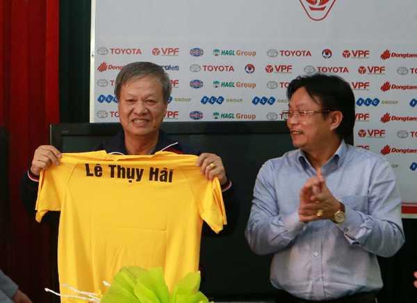HLV Lê Thụy Hải bất ngờ ngồi vào ghế nóng ở FLC Thanh Hóa
