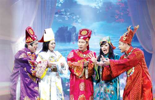 Các Táo trổ tài văn nghệ bằng những ca khúc chế đình đám của Việt Nam và cả thế giới.