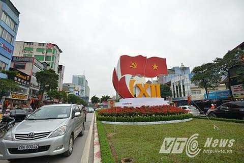2.800 băng rôn, biểu ngữ chào mừng Đại hội Đảng được treo dọc tại các tuyến phố chính và khu vực diễn ra Đại hội