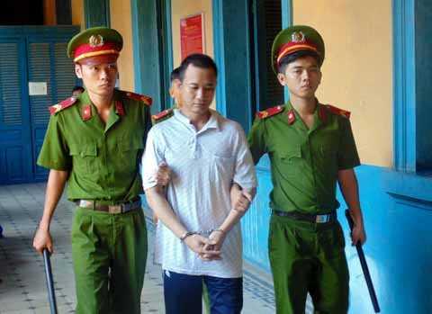 HĐXX tuyên phạt Hùng mức án 12 năm tù giam.