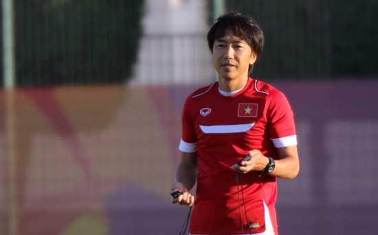 HLV Miura điều hành buổi tập cuối của U23 Việt Nam