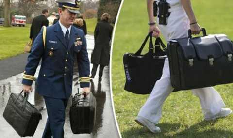 Chiếc cặp đen luôn đồng hành cùng Tổng thống Mỹ trong các chuyến đi