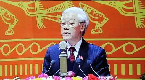 Tổng Bí thư Nguyễn Phú Trọng đọc báo cáo của Ban Chấp hành Trung ương khóa XI về các văn kiện Đại hội XII của Đảng.