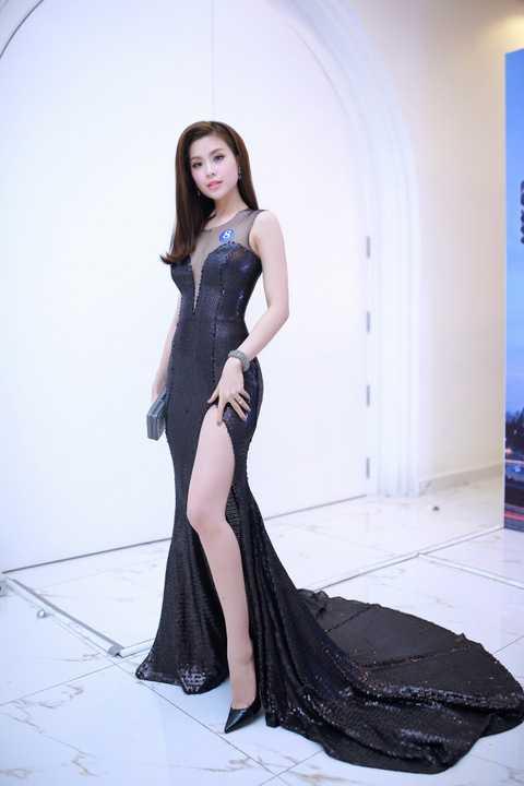 Hình ảnh của nàng Á hậu Việt Nam 2014 khiến nhiều khán giả không khỏi ngỡ ngàng vì sự