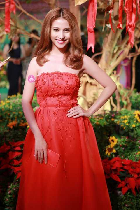 Ca sĩ Việt My đang tham gia cùng lúc 2 phim truyền hình và điện ảnh. Với cô ca sĩ năng động này được làm việc là niềm vui của cô