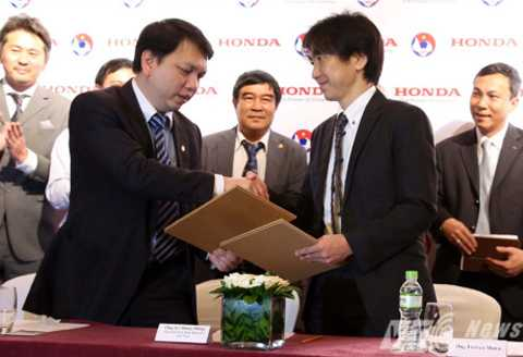 Nhiều khả năng VFF sẽ chấm dứt hợp đồng với HLV Miura (Ảnh: Quang Minh)