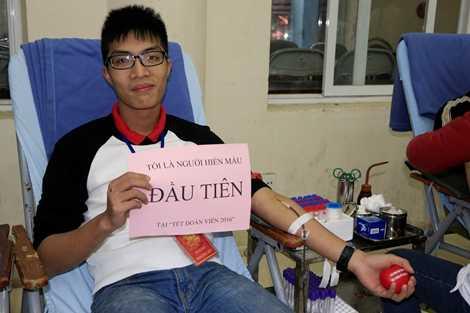 Người hiến máu đầu tiên tại chương trình
