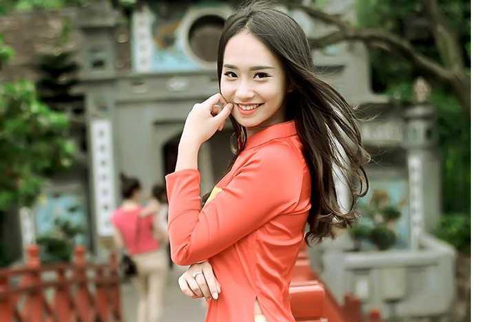 Nụ cười tỏa nắng của Hương Trà luôn hút ánh nhìn.