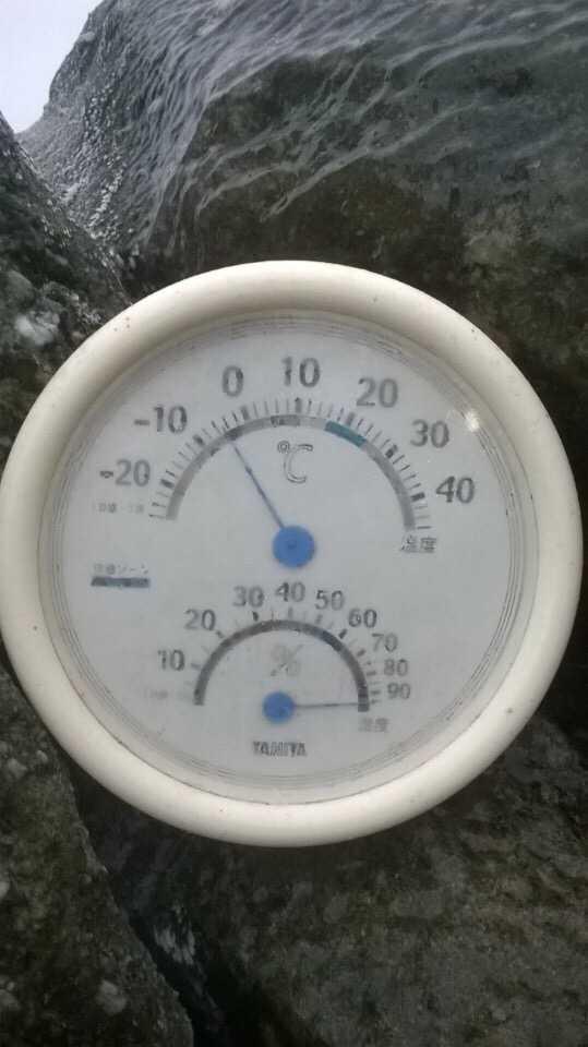 Nhiệt kế chỉ nhiệt độ trên Yên Tử ngày 24/1 ở -5 độ C.