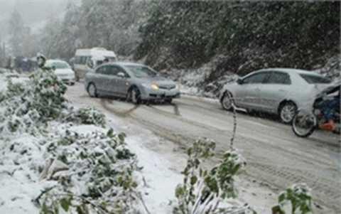 Lái xe trên đường băng tuyết cần phải thận trọng