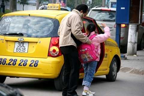 Hầu hết các gia đình đều gọi taxi nếu đi ra ngoài có có trẻ em, người già