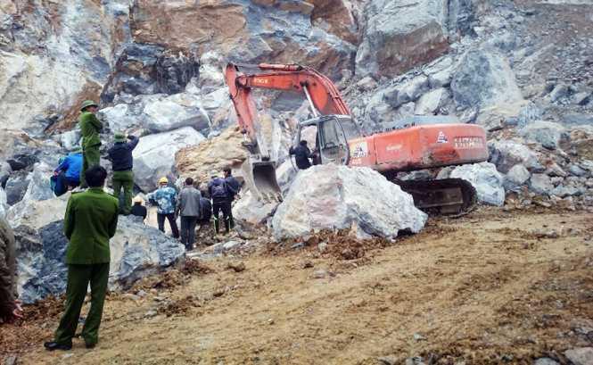 Hiện trường vụ sạt lở mỏ đá ở xã Yên Lâm, huyện Yên Định (Thanh Hóa) làm 8 người chết - Ảnh: Hà Đồng.
