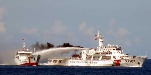 Tàu tuần duyên khổng lồ của Trung Quốc đe dọa khu vực
