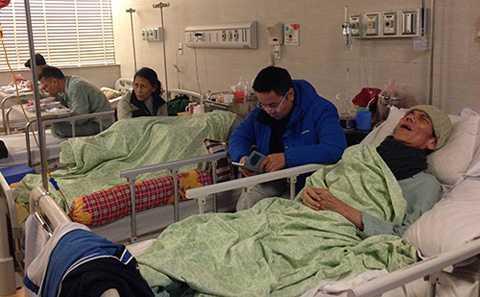 Các cụ già đang điều trị tại Bệnh viện Lão khoa Trung ương, chủ yếu bệnh liên quan tim mạch do trời lạnh. Ảnh: Lê Nga.