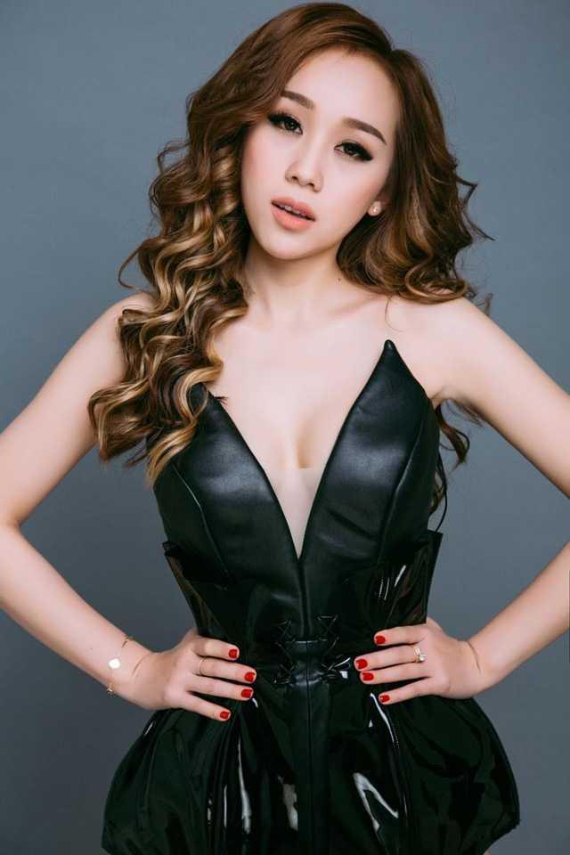 Ngoài công việc chính là một DJ chuyên nghiệp, Rosa còn tham gia vào không ít lĩnh vực nghệ thuật khác như người mẫu ảnh, cô cũng thường xuyên góp mặt tại các event giải trí ở TP.HCM.