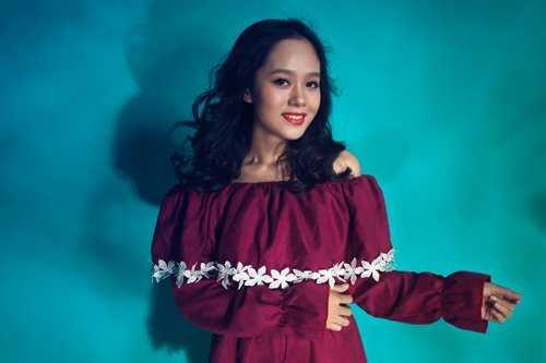 Hoàng Quyên là nữ ca   sỹ tuổi Thân sinh năm 1992, nổi tiếng từ sau khi giành giải Á quân   Vietnam Idol 2012.
