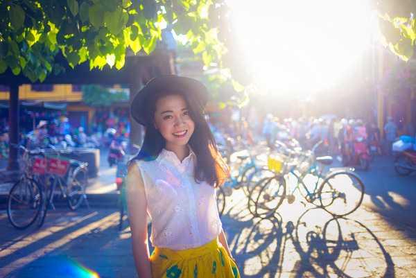 Sở   hữu nụ cười duyên cùng vẻ ngoài đậm chất người con gái Hà Thành, cô bạn xinh đẹp Bảo Anh luôn nổi bật giữa đám đông. Bên cạnh nghề nghiệp chính là   một giao dịch viên ngân hàng, cô bạn còn được biết đến với vai trò là   một mẫu ảnh.
