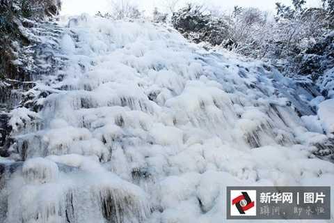 Thác nước đóng băng ở huyện Hưu Ninh, thành phố Hoàng Sơn, tỉnh An Huy
