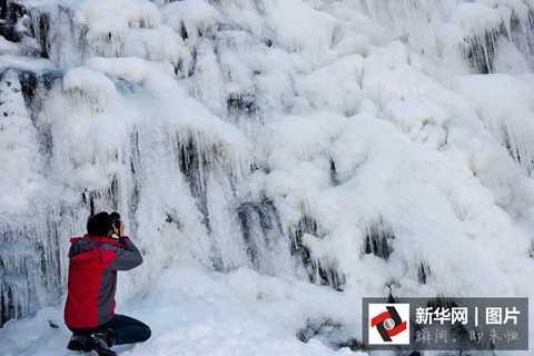 Nhiệt độ tại thác nước đóng băng là -10 độ C