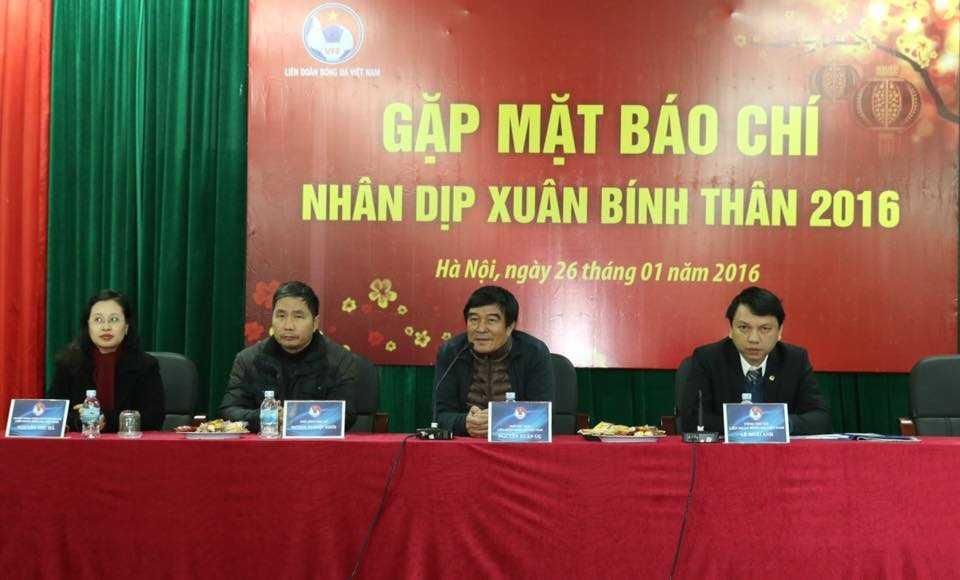 Phó chủ tịch VFF Nguyễn Xuân Gụ và ban lãnh đạo VFF (Ảnh: Quang Minh)