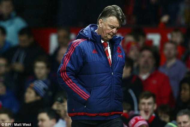 Van Gaal khó trụ lại ở Man Utd đến cuối mùa