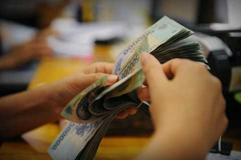 Thưởng Tết ngân hàng: có người nhận trăm triệu, cũng có người không được gì