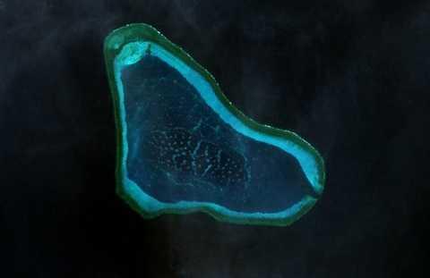 Bãi cạn Scarborough/Hoàng Nham mà Philippines và Trung Quốc tranh chấp trên Biển Đông