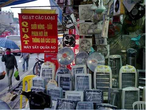 Thị trường quạt sưởi mùa đông rất đa dạng   về chủng loại, thiết kế và xuất xứ cũng như mức giá. Các thương hiệu   phổ biến trên thị trường có thể kể đến Lion, Nova, Sunhouse, Saiko… xuất   xứ từ nhiều nơi như Việt Nam, Trung Quốc, Hàn Quốc, Thái Lan. Giá của   dòng sản phẩm này dao động từ 150.000 đồng đến vài triệu đồng. Để mua   được hàng ưng ý, người tiêu dùng cần phân loại và lựa chọn đúng theo nhu   cầu sử dụng.