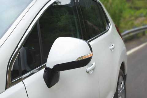Sấy gương chiếu hậu giúp tăng khả năng quan sát, an toàn hơn