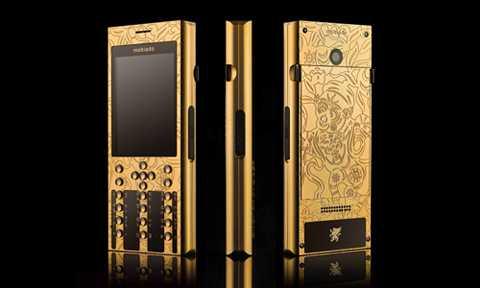 Điện thoại dát vàng được sản xuất nhân dịp Tết Bính Thân có giá khoảng 123 triệu đồng.