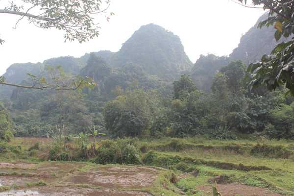 Dãy núi có Hang Trâu.