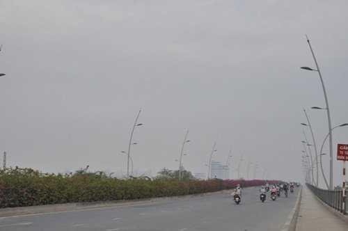 Sương mù xuất hiện nhiều nên việc lưu thông của người dân gặp khó khăn do tầm nhìn bị hạn chế.