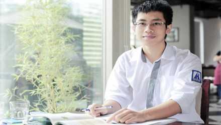 Đào Vũ Quang ( lớp 12 chuyên Toán, THPT chuyên Hà Nội Amsterdam) đã giành giải Nhất môn Toán kỳ thi học sinh giỏi quốc gia năm 2016