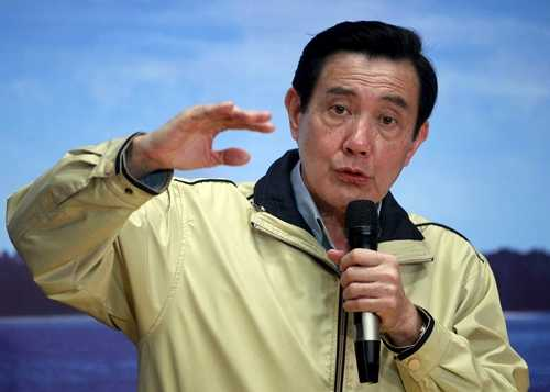 Lãnh đạo Đài Loan Mã Anh Cửu trả lời báo giới tại thành phố Đài Bắc tối ngày 28/1 sau khi kết thúc chuyến đi phi pháp ra đảo Ba Bình, quần đảo Trường Sa, thuộc chủ quyền của Việt Nam. Ảnh: Reuters.